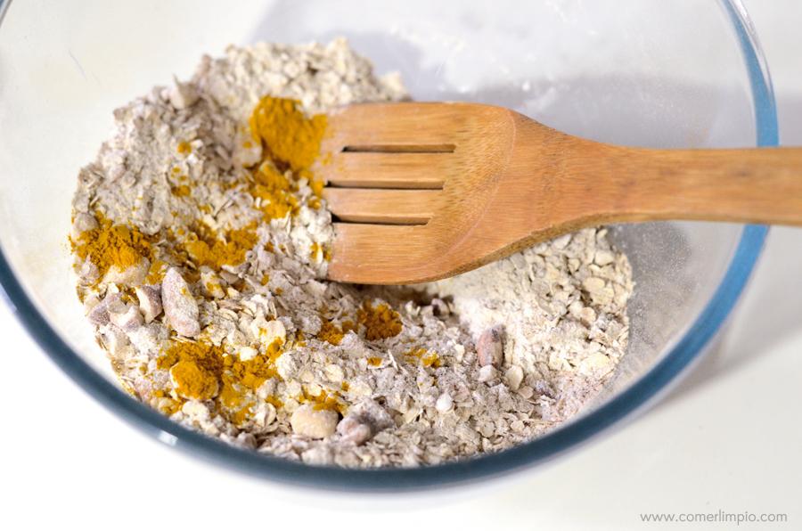 Mezclar los ingredientes secos en un recipiente